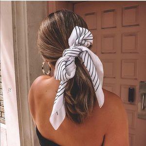 White hair scarf, black lines, light pink edge NEW